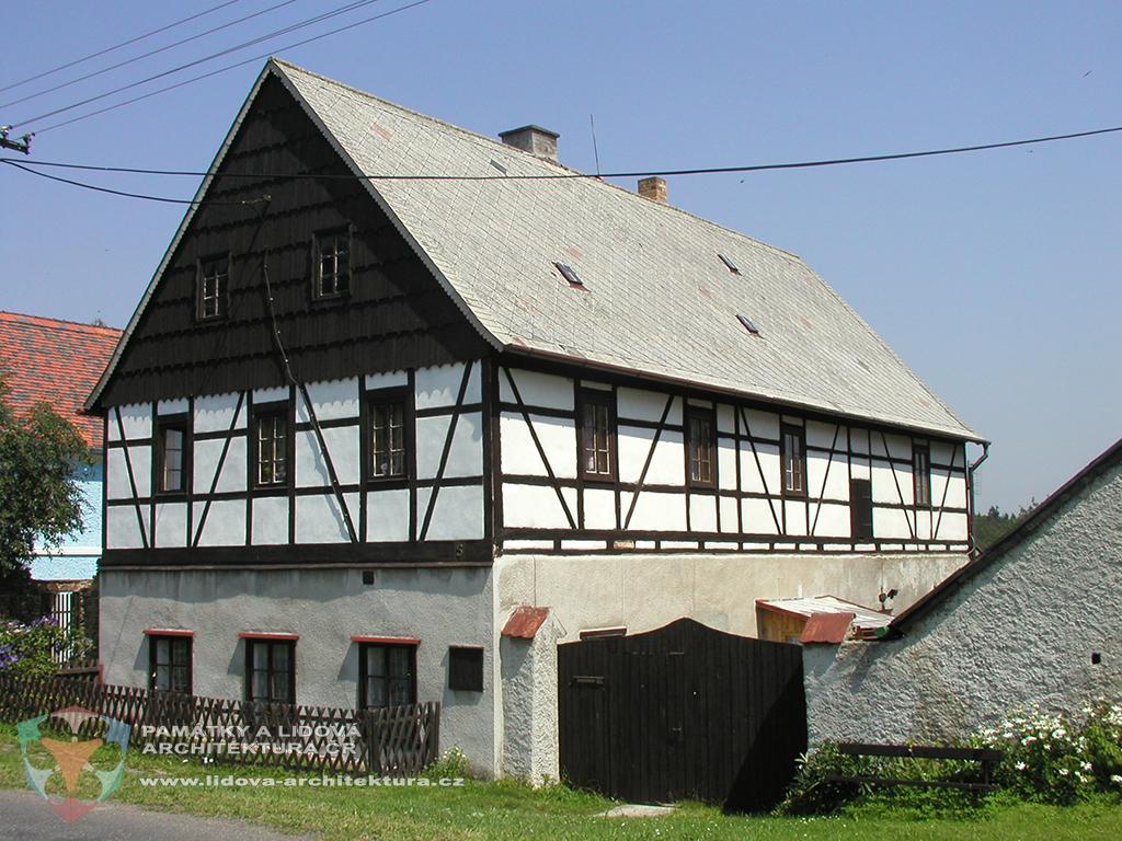 Hrázděný dům č. p. 5 s hrázděným patrem v obci Jindřišská na okrese Chomutov