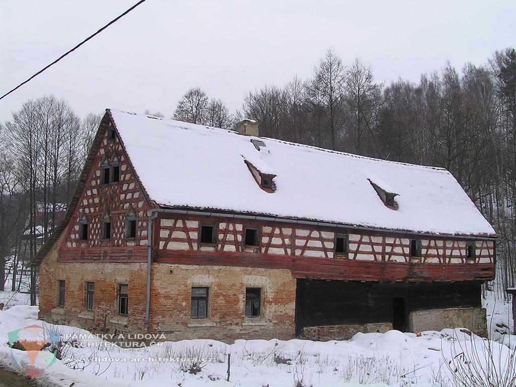 Polohrázděný dům č. p. 12 v obci Salajna, okres Cheb