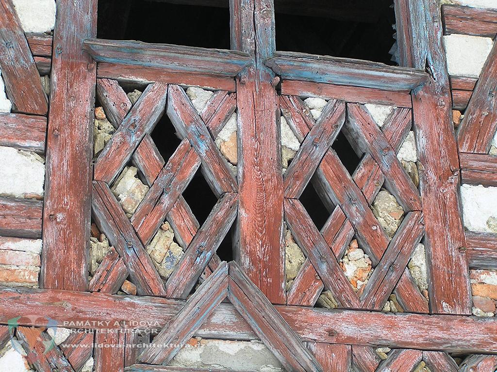 Hrázděný štít domu č. p. 12 v obci Salajna, okres Cheb