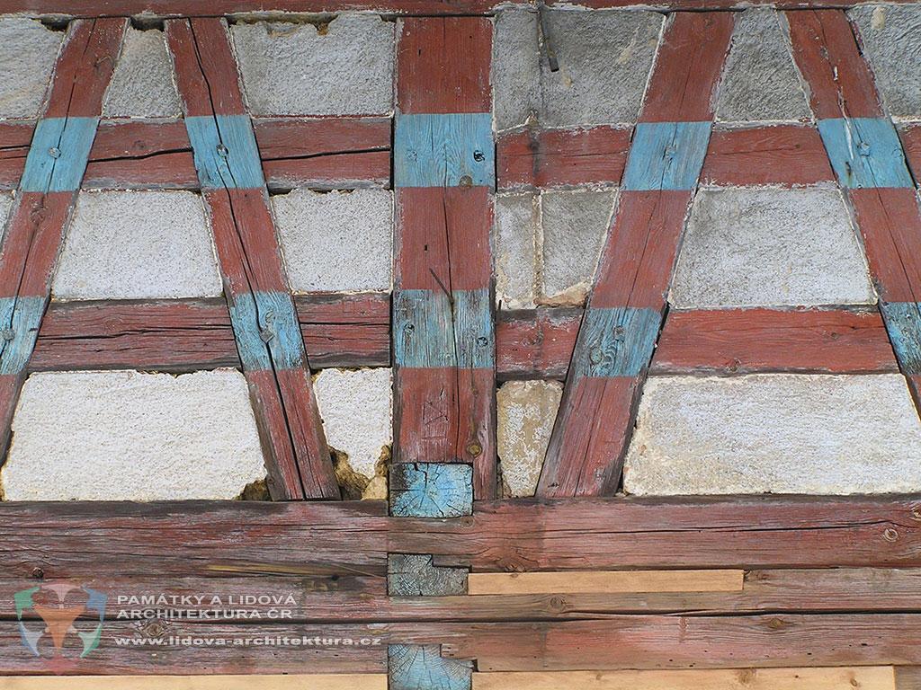 Hrázděná stěna u stavby v areálu mlýna č. p. 9 v obci Salajna, okres Cheb