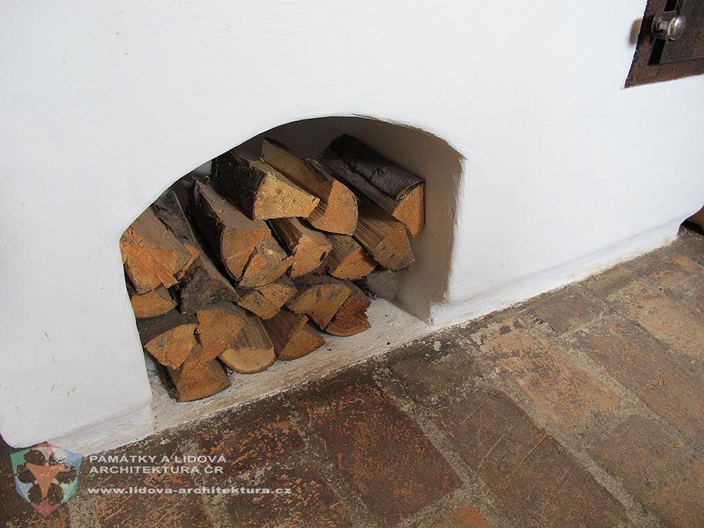 Dřevo do kamen a sporáku