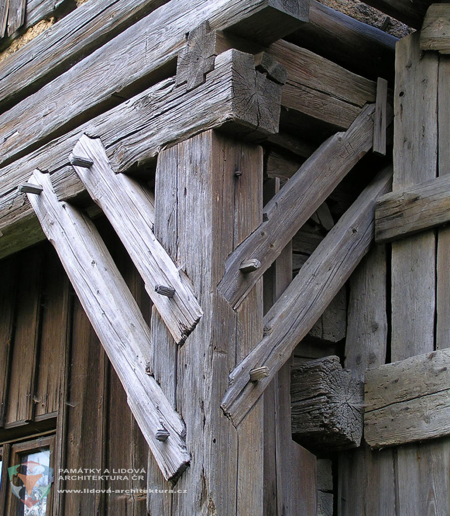 Timber structure with supporting frame consisting of post, beam and parallel braces